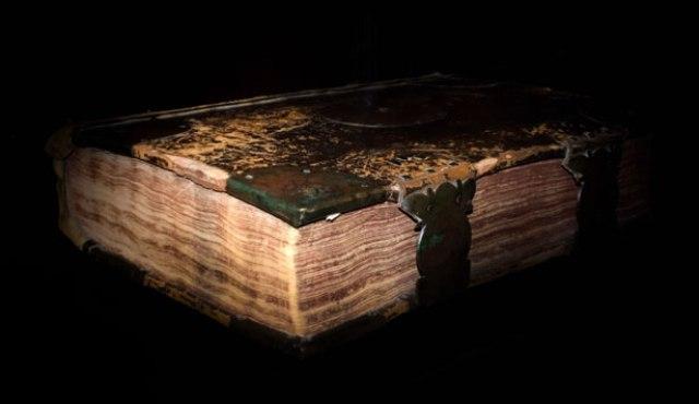 Foto Livro das Sombras Bruxa Acordou Texto Ben Oliveira