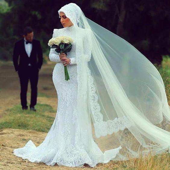 فستان زفاف ضيق بطرحة طويلة جميل جدا وعصري موديل 2020-min