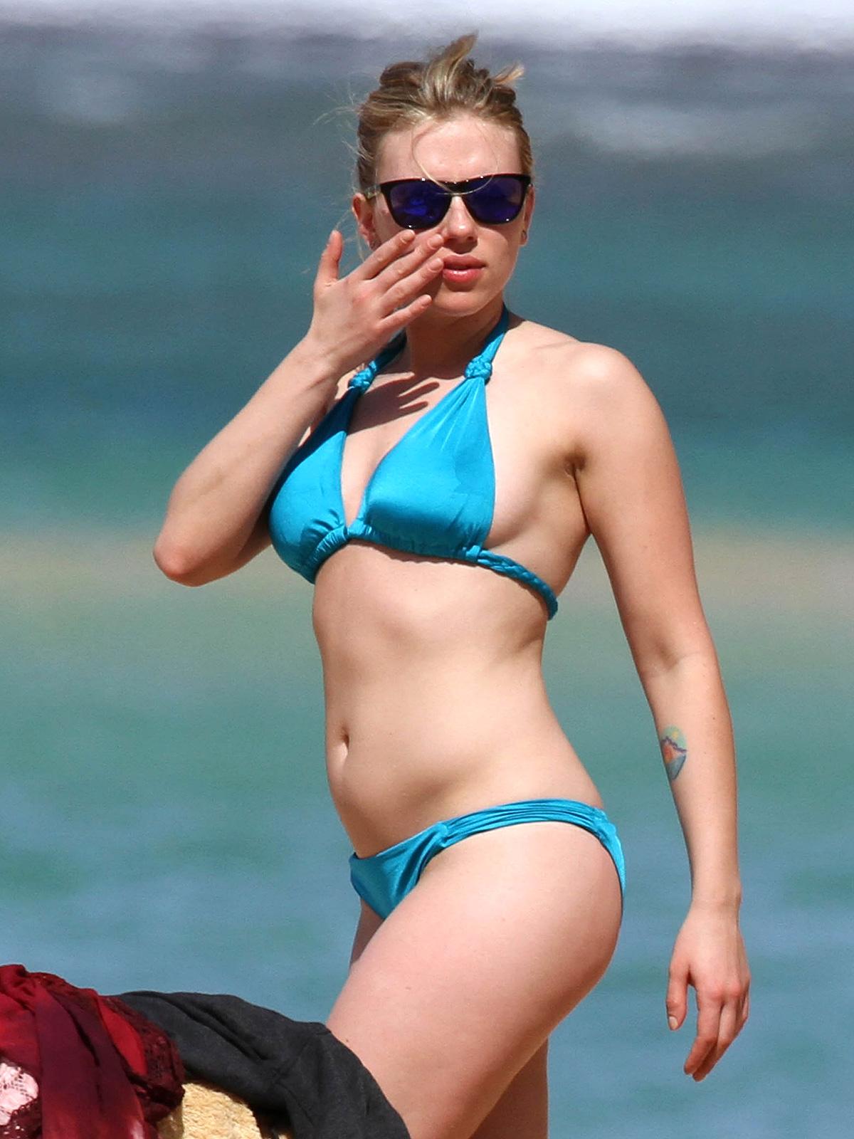 Scarlett johansson bikini photo