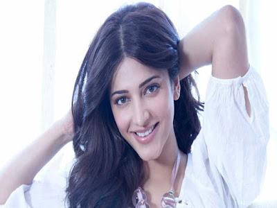 Popular-Heroin-Shruthi-Hassan-Maintains-Her-Own-Social-Media-Accounts-By-Her-Andhra-Talkies