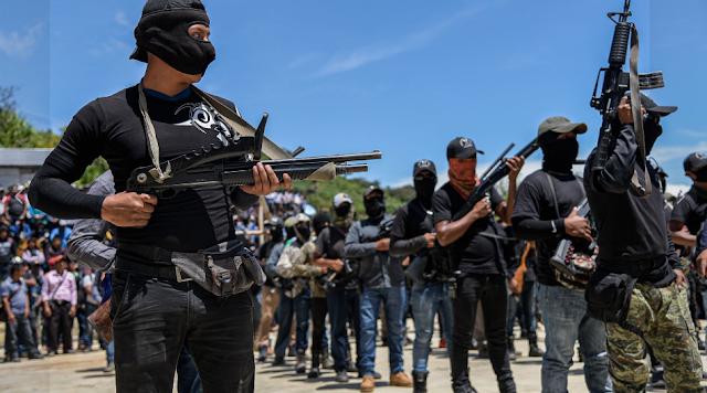 """Se cansaron de VIVIR CON MIEDO al narco, ahora pobladores de Pantelhó, en Chiapas,  buscan hacerle frente los sicarios formaron un grupo llamado """"EL MACHETE"""""""