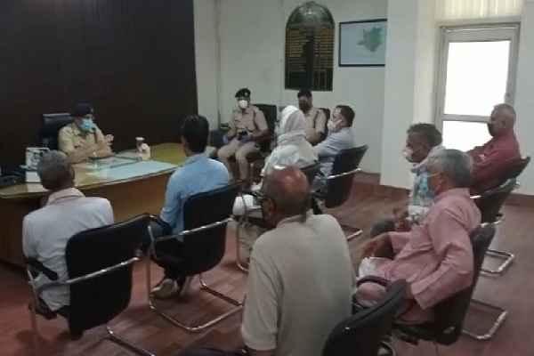 faridabad-ballabhgarh-dcp-maksood-ahmad-meeting-anaj-mandi-pradhan