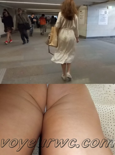 Upskirts 4550-4559 (Secretly taking an upskirt video of beautiful women on escalator)