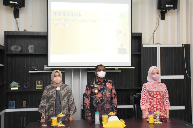 Menteri PPPA RI Secara Virtual Memberikan Penghargaan KLA Tingkat Pratama Tahun 2021 Kepada Bupati Sergai