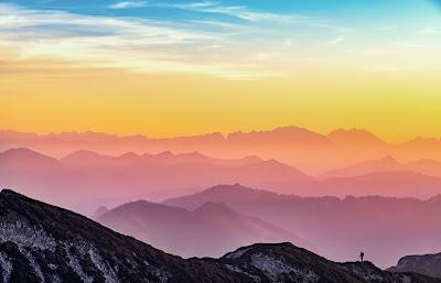 Mountain vista by Simon Matzinger on Unsplash