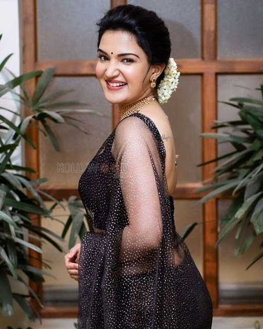 Big Brother Malayalam Movie Actress Honey Rose Sexy Photos in Black Saree Actress Trend