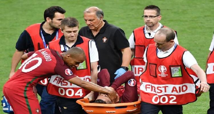 تصرف غير متوقع من الجماهير الفرنسية مع رونالدو لحظة خروجه من أرض الملعب باكيا