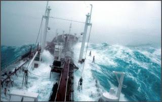 Mengerikan, Video Detik-detik Kapal Melewati Segitiga Bermuda