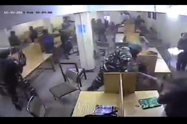 Gempar Polisi India Ramai-ramai Pukuli Muslim yang Sedang Belajar di Perpustakaan