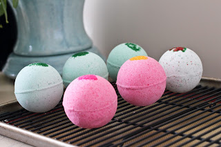 Homemade Bath Bombs - 25 Essential Oil DIYs RoundUp