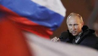 Βρυχάται η κόκκινη αρκούδα: «Δεν θα αφήσουμε αναπάντητες τις απελάσεις»