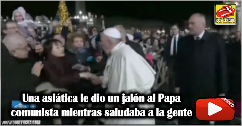 Una asiática le dio un jalón al Papa comunista mientras saludaba a la gente