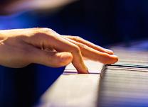 Dolor en los músicos profesionales, clarinetistas, pianistas, violinistas, orquestas.