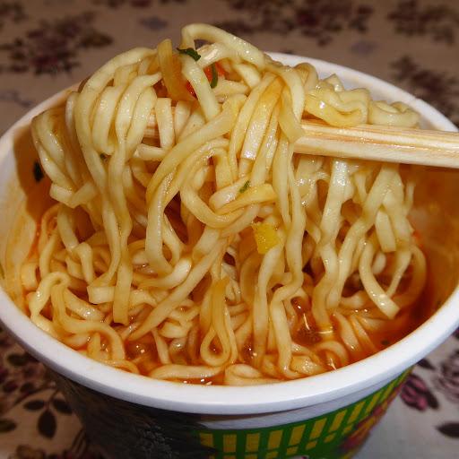 【NISSIN(日清食品)】カップヌードル サマーヌードル(レモングラス香るすっきりトムヤム味)