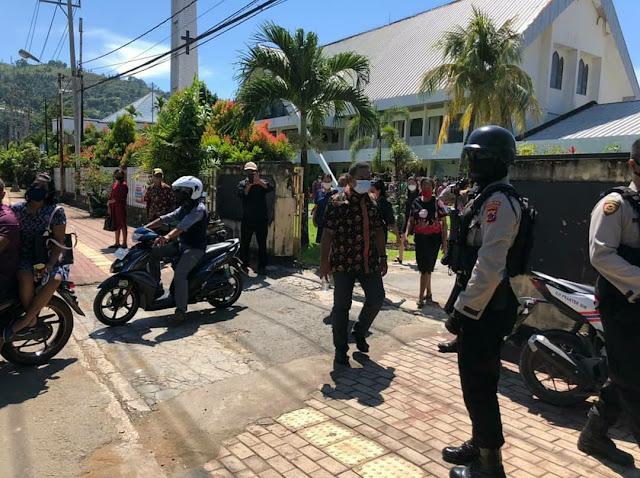 Berikan Rasa Aman dan Nyaman, Polisi Sambang Gereja-Gereja di Kota Jayapura
