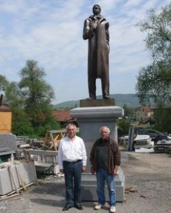 statua Vazov appena finita