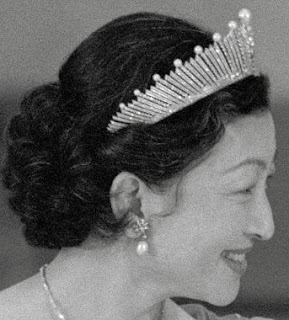 pearl sunburst fringe tiara japan empress michiko mikimoto