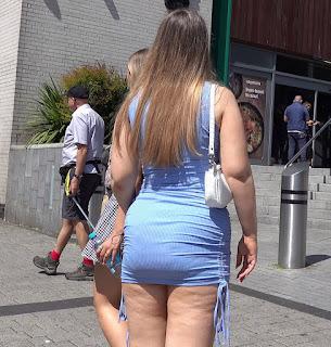 Chicas hermosas lugares publicos ropa ajustada