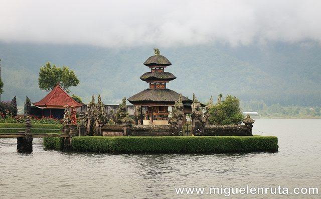 Templos-lago-Bratan