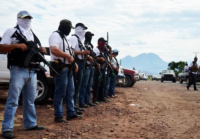 Cárteles Unidos y Los Viagras pagan 300 pesos por día o 2 mil a la semana a pobladores para atacar a policías en Michoacán