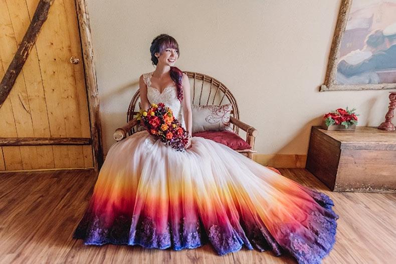 Vestidos de novia teñidos dan color a ese día especial