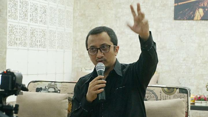 Ust Yusuf Mansur Sebut Banyak yang Kecipratan dari Ide Jokowi Soal Sarung