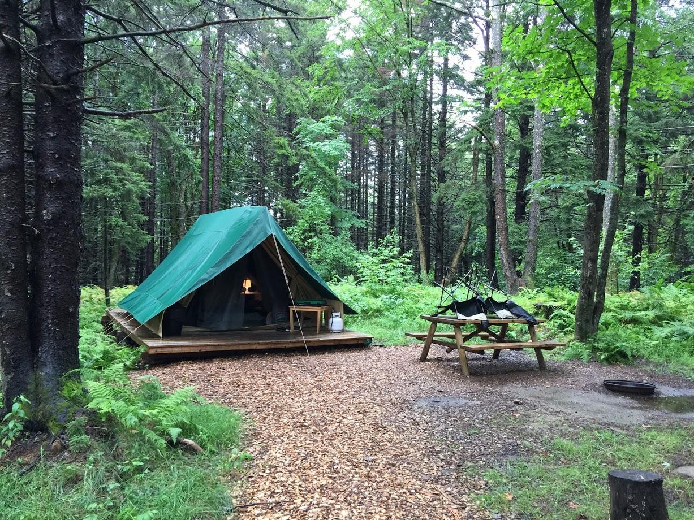Village vacances Huttopia Sutton: Camping de luxe en pleine nature