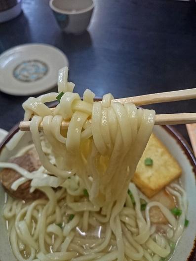 三点そばの麺の写真