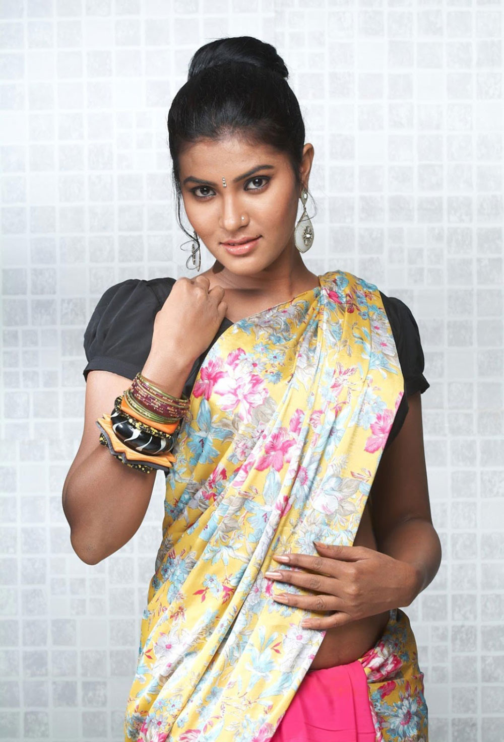 Spicy Saree: Rhythamika Latest Spicy Navel Show In Saree Exclusive