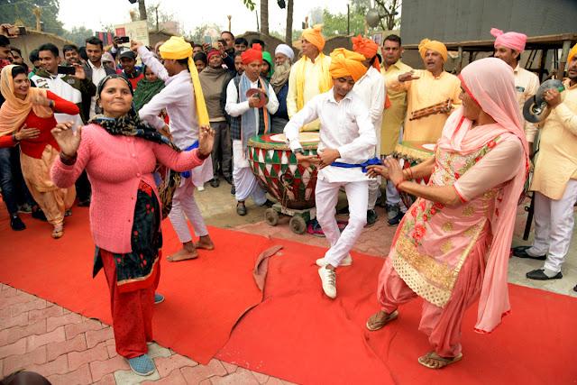 सांस्कृतिक कलाओं का संगम हुआ सरस्वती महोत्सव में