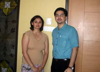 كارول امواى من كندا مع ديراج Bhojwani