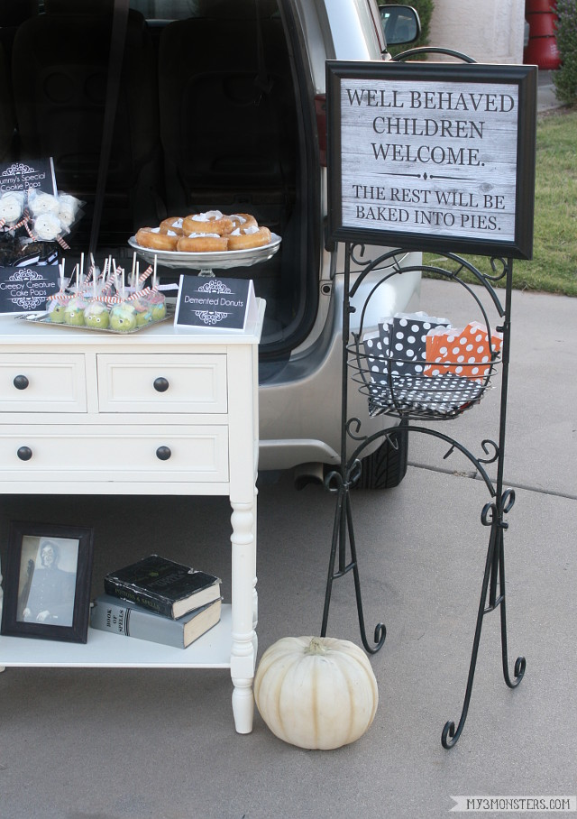 The Winking Witch's Tricks and Treats -- a darling tailgate bakery from my3monsters.com to make this year's trunk-or-treat party extra special!