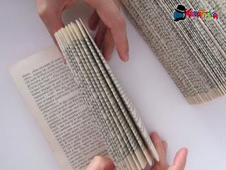 ripiegarle le pagine del libro in maniera uniforme