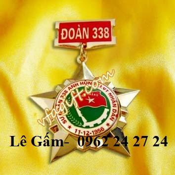 địa chỉ bán huy hiệu cờ 2 nước có sẵn, sản xuất huân chương sao vàng 5 cánh