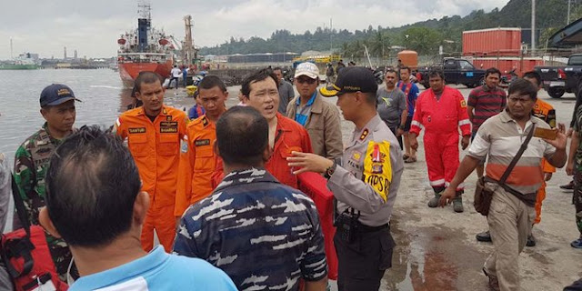 20 WNA Tiongkok Dievakuasi Usai LCT Terbakar di Laut Balikpapan