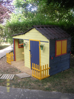 apprendre avec bonheur cabanes pour enfants et traduction en langage en. Black Bedroom Furniture Sets. Home Design Ideas