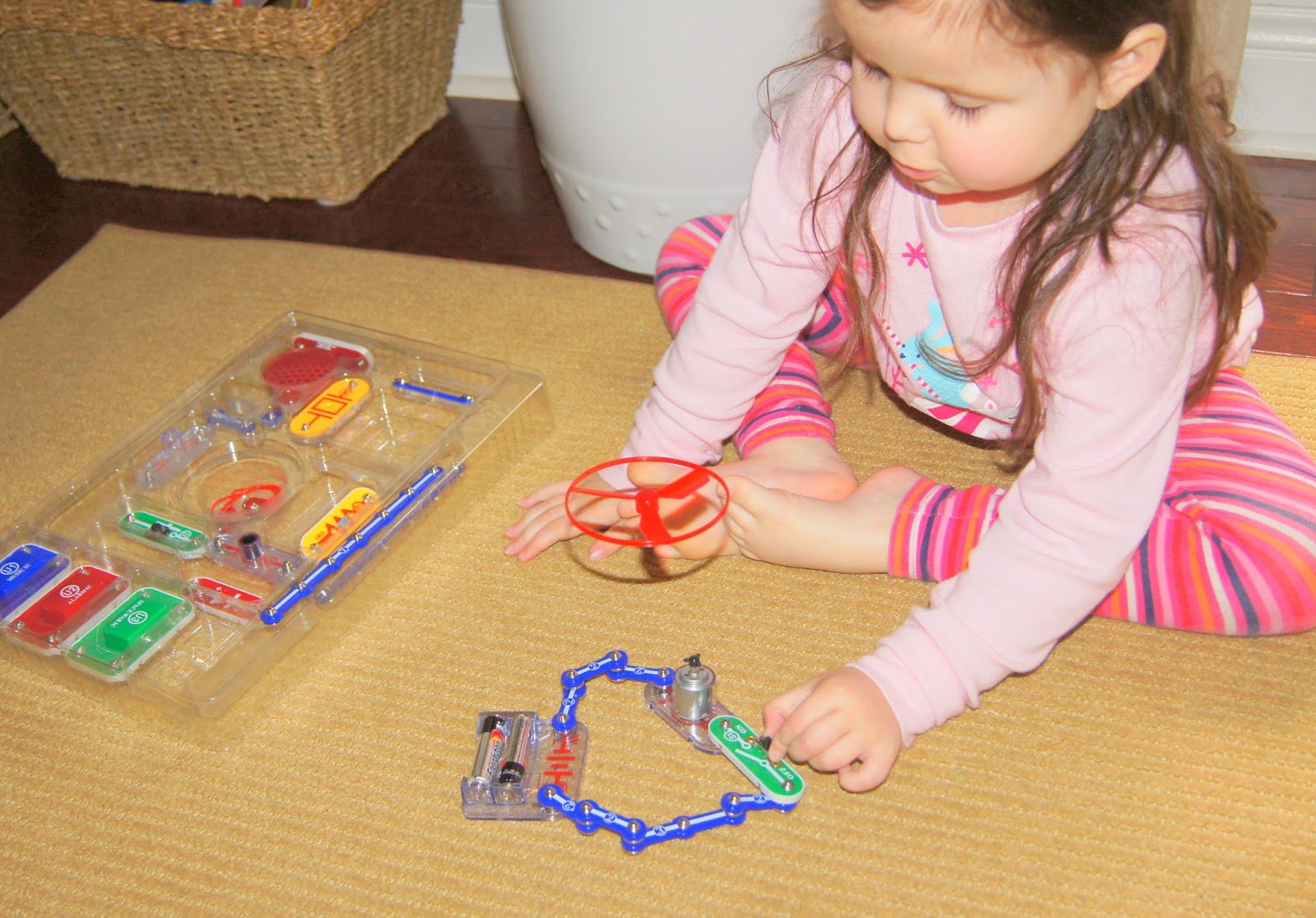 Circuits Electronics For Kids Science At Home Making Snap Jr 100 Kit The Sc Can Also Be Upgraded To 300 Pro Or Extreme With Purchase Of A Uc 30
