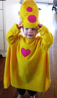 Foto van de kleindochter van Thea met het zelf gemaakte Bumba-pak aan