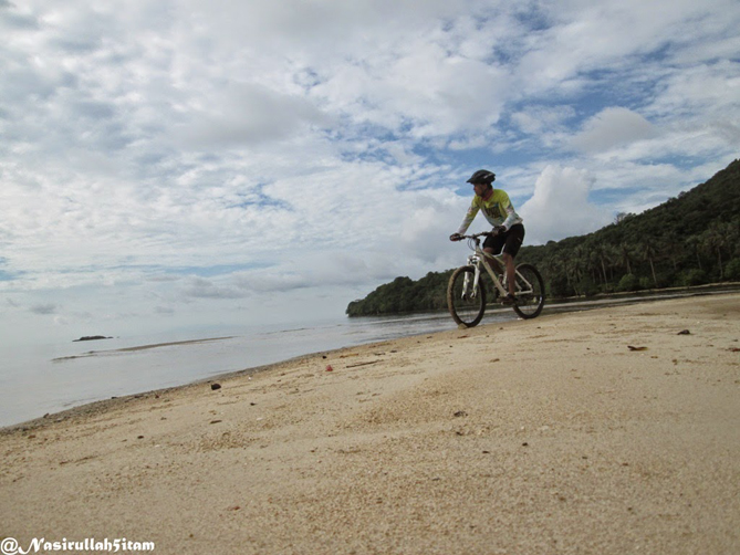 Mengabadikan diri dengan sepeda