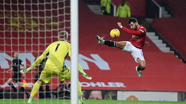 Manchester United star Bruno Fernandes in full fight against Sheffield United
