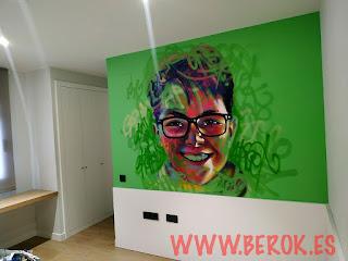 retrato de cara street art en dormitorio de niño
