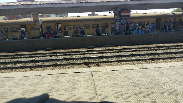 ساعه كاملة مدة تاخر قطار الفيوم اسكندرية عن موعده بمحطة قويسنا