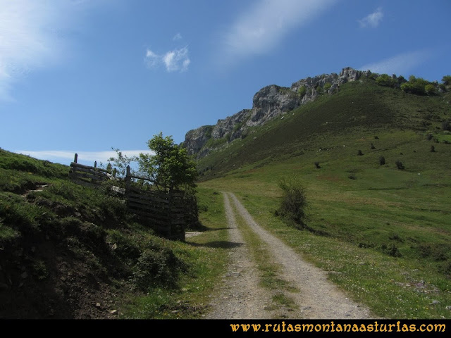Ruta Les Campes Peña Mea: Collada Pelúgano
