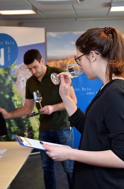 Verkostung beim Edelschliff Weinwettbewerb