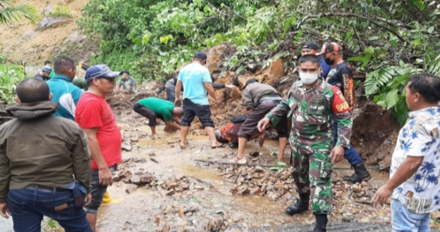 Jalan Kerinci-Bangko Lumpuh, Usai Longsor di Pangkalan Jambu