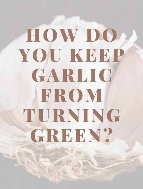How do you keep garlic from turning green