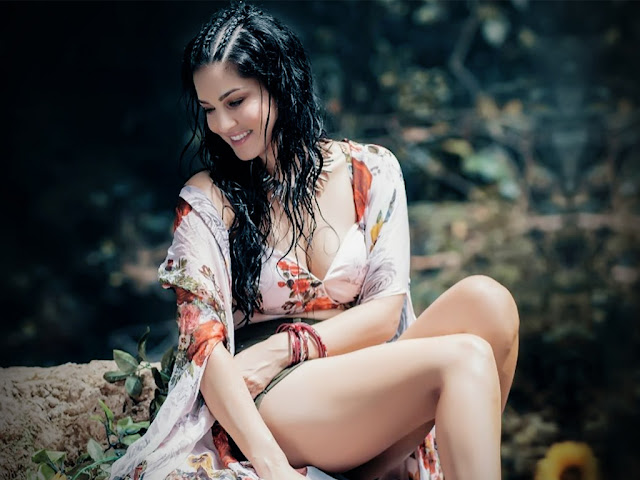 Sunny Leone  IMAGES, GIF, ANIMATED GIF, WALLPAPER, STICKER FOR WHATSAPP & FACEBOOK