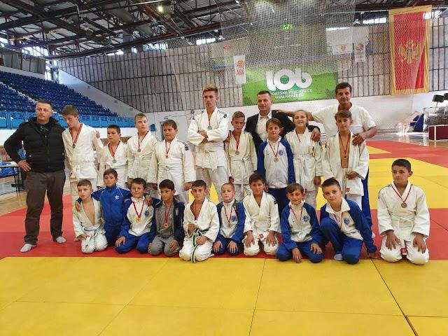 Džudistima Jezera 20 medalja na turniru u Nikšiću