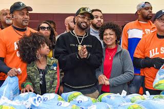 Big Sean Donates Thanksgiving Meal In Hometown Detroit