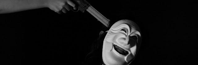 📷 فار من الشرطة يقتل نفسه افتراضيا (صور)